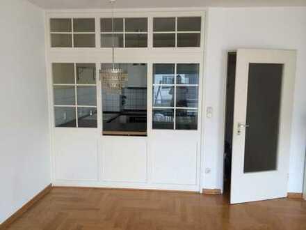 Stilvolle, geräumige und modernisierte 1-Zimmer-Wohnung mit Balkon und EBK in Hamburg-Gross Borstel