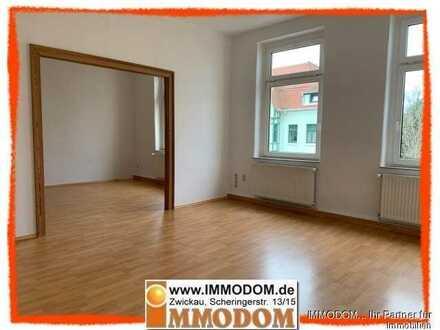 Großzügige Familienwohnung im 2. Obergeschoss mit BALKON zu vermieten!