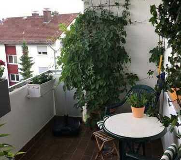 Gut geschnittene 2-Zimmer-ETW mit Südbalkon und 1 PKW-Stellplatz in Griesheim