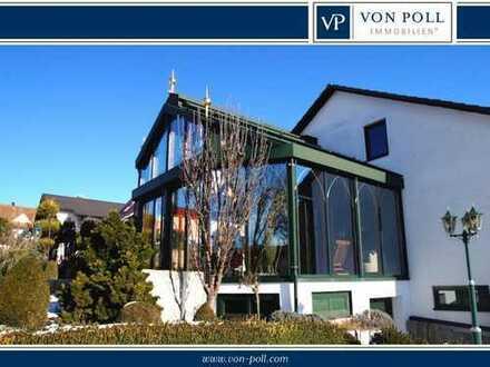 Großes Einfamilienhaus mit exklusivem Wohn-Wintergarten und Weitblick