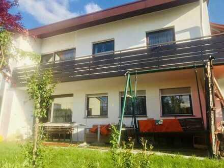 Ausbauwohnung im 2-Familienhaus für Gartenliebhaber