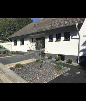 Erstbezug nach Sanierung: freundliche 2-Zimmer-Wohnung mit EBK und Balkon in Dinslaken