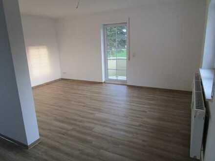 Erstbezug nach Sanierung, Wohnung mit Balkon im Grünen!