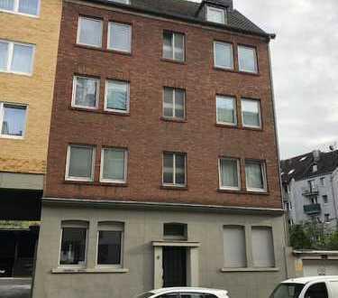 Nähe Bahnhof Rothe Erde - bezugsfreie Wohnung - komplett renoviert ! !