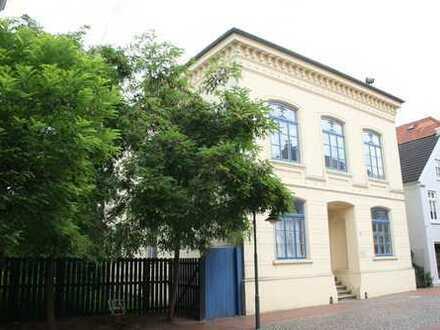 Brake// Schöne gemütliche 2-ZKB-Wohnung im Denkmalschutz
