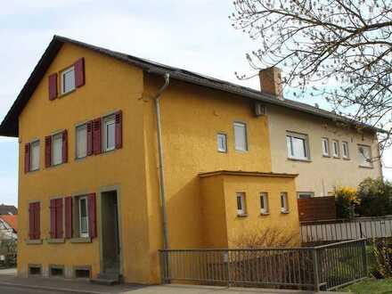 Helle Wohnung in freistehendem Haus mit Hof und Garten