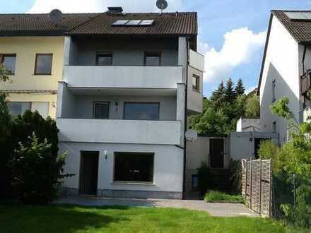 Schönes, geräumiges 1-3 Familienhaus mit sieben Zimmern in Bamberg (Kreis), Hallstadt