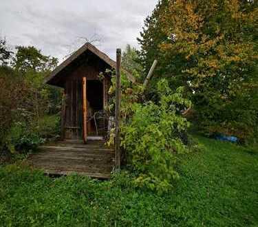 Ebenes Gartengrundstück mit Geschirrhütte