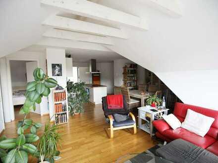 Exclusiv ausgest. 3 1/2 Zimmer-DG-Wohnung mit EBK u. sonnigem Balkon