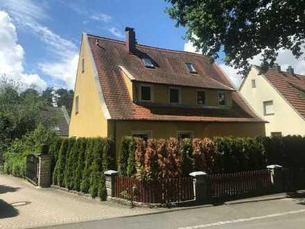 Erlangen-Dechsendorf - Einmalige Lage, 2-Fam-Haus, 420 m² Grund, ca. 176 m² Wohnfläche