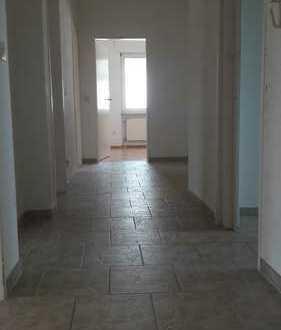 Schöne 4-Zimmer-Wohnung, Küche, Bad mit Balkon in Alzey u. Garage