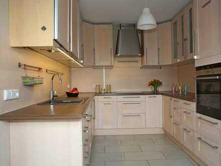 Gepflegte 6-Zimmer-Maisonette-Wohnung mit Balkon und EBK in Overath