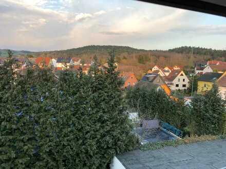 Dachgeschosswohnung (2,5 Zimmer) und Balkon mit Blick zur Einberger Schweiz in Rödental