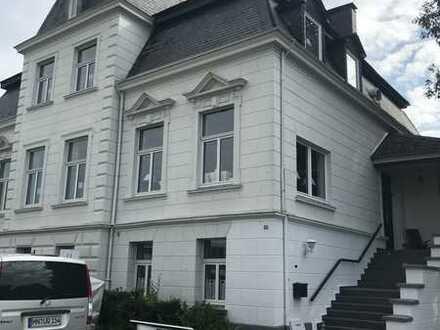 Frisch renovierte EG Altbauwohnung in Villa