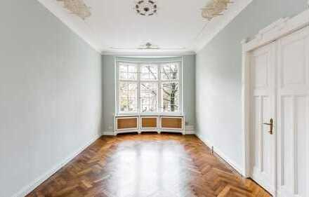 Großzügige Altbauwohnung mit Wintergarten in Friedenau: anspruchsvolles Wohnen auf ca. 130 m²