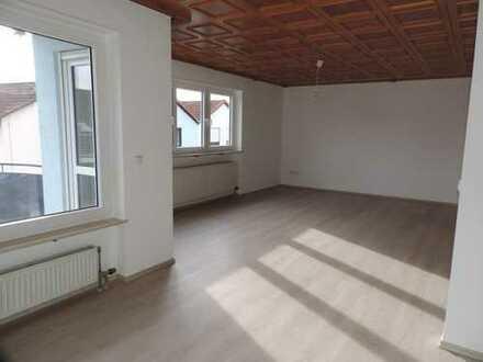 Bad Vilbel-OT, Erstbezug nach Komplettrenovierung - In 3 FH, 1.OG, 4 Zi., großer S/W Blk, Garage!!!