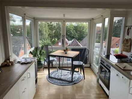 Schöne 2 Zimmer Dachgeschosswohnung in Jugendstil Villa mit großem Balkon/Dachterasse