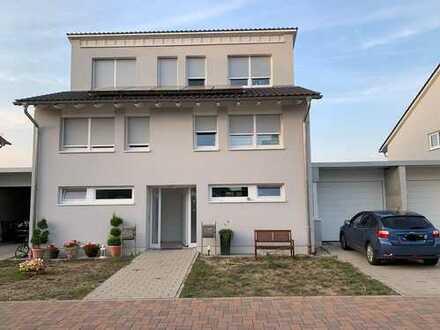 Bellheim: Schöne Doppelhaushälfte mit Blick ins Grüne