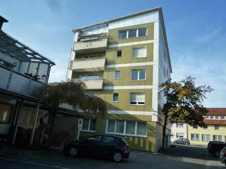 Neu renovierte, helle 3-Zimmerwohnung, zentral gelegen mit niedrigen Nebenkosten