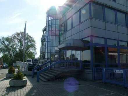 Schöne kleine Büroeinheit mit hohen Decken, 3 Balkonen und Fernblick - Direkt vom Eigentümer