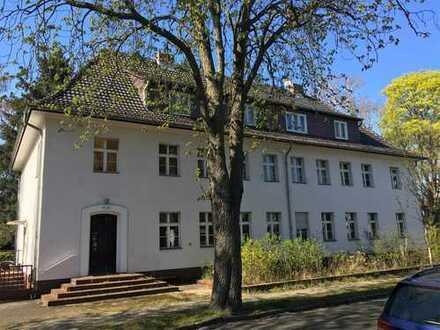 Berlin-Wilhelmshagen - FREI - Sanierungsbedürftige 2-Zimmer-Wohnung mit Potenzial