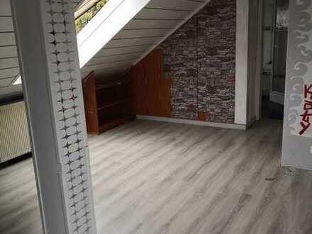 WG-Zimmer, 35 qm mit eigenem Bad in 91154 Eckersmühlen