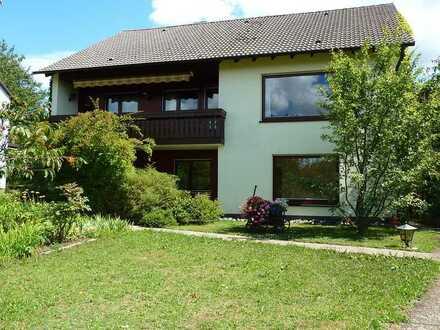 Sanierte 2-Zimmer-Erdgeschosswohnung mit Balkon und Einbauküche in Neuenbürg