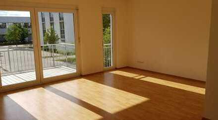 Gepflegte Wohnung mit drei Zimmern sowie 2 Balkone und Einbauküche in Erlangen