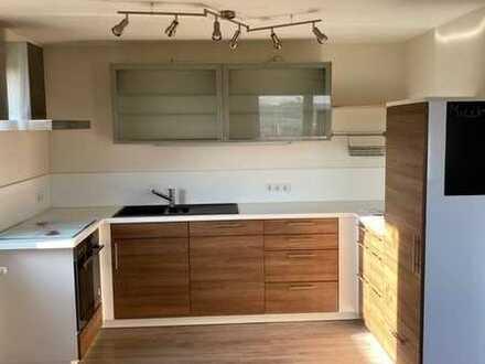 Vollständig renovierte Wohnung mit drei Zimmern und EBK in Eppelborn