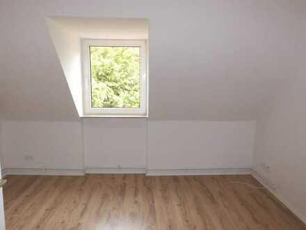 **Über den Dächern von Norden ! Frisch renovierte 2 - Zimmerwohnung in ruhiger Lage ! **