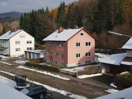 Schöne Wohnung in kleinem Mehrfamilien-Haus mit Blick ins Grüne