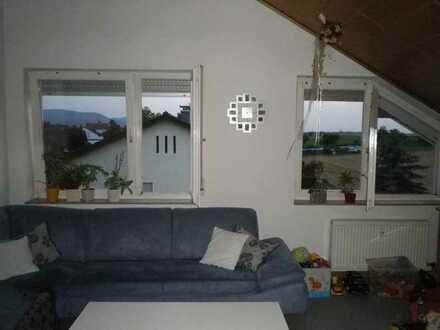 Helle 3-Zimmer-DG-Wohnung mit EBK in Göppingen -St. Gotthardt mit Albblick