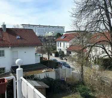 Charmante, sehr ruhige 3 Zi.-DG-Wohnung mit Süd-/Westbalkon in Großhadern, Nähe Klinikum