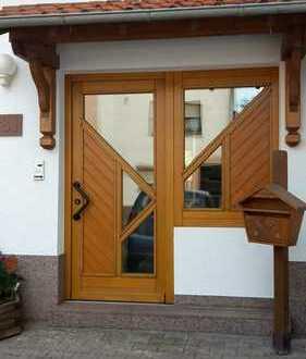 Gepflegte 3-Zimmer-Maisonette-Wohnung mit Balkon und Einbauküche in Mehlbach