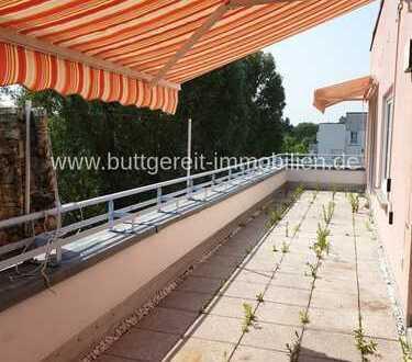 Den Sommer auf der Terrasse genießen! Penhousewohnung und Tiefgarage in ruhiger Siedlungslage