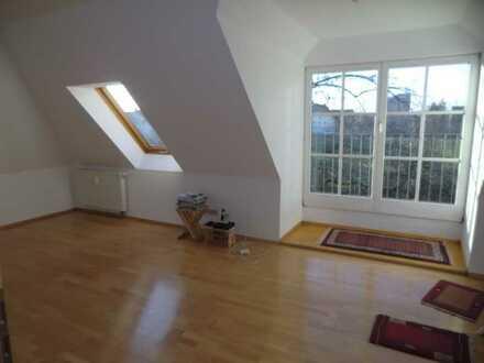 schöne helle ruhige Dachgeschosswohnung nähe A8 B17 + Uniklinik