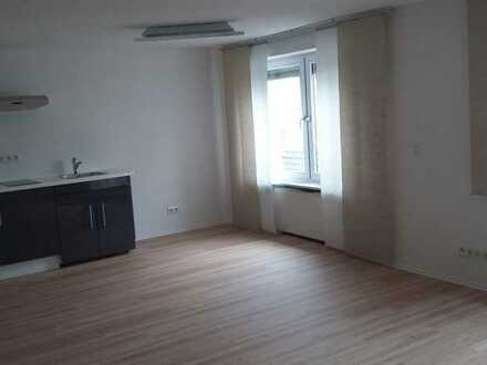 Stilvolle, geräumige und gepflegte 1-Zimmer-EG-Wohnung mit Einbauküche in Langen (Hessen)