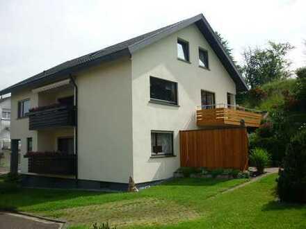 Freundliche 3-Zimmer-Erdgeschosswohnung mit Balkon und Einbauküche in Baden-Baden