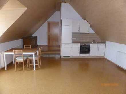 Stilvolle, vollständig renovierte 1-Zimmer-DG-Wohnung mit Einbauküche in Rain