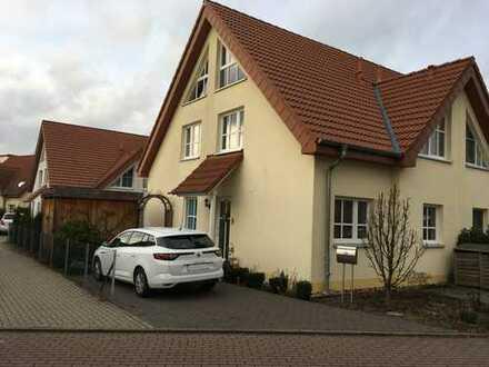 Moderne Doppelhaushälfte mit eigenem Garten in Sarstedt