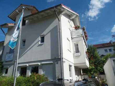 Schönes, geräumiges Haus in ruhiger Lage mit fünf Zimmern in Böblingen (Kreis), Waldenbuch