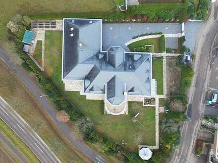 44 Ar Traumgrundstück mit 1000 m² Luxusvilla und Fernblick