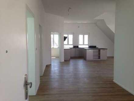 Erstbezug: schöne 3-Zimmer-Dachgeschosswohnung mit EBK und großer Loggia in Herrenberg