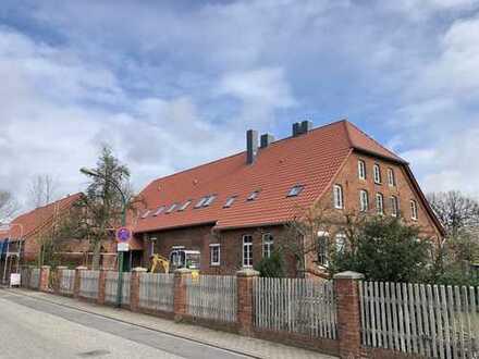 Hochwertig renovierte Dachgeschoss-Wohnung im Herzen von Engelbostel