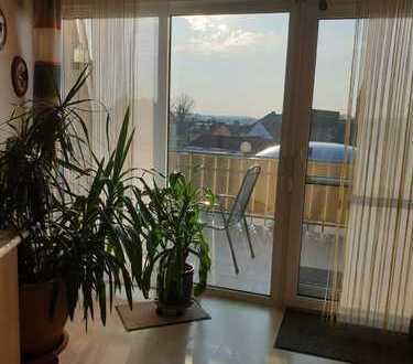 Gepflegte helle 4-Raum-Maisonette-Wohnung mit Balkon und Einbauküche in Speichersdorf