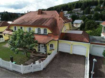 RE/MAX - Stadtvilla im Landhausstil, 438m² Wfl. mit allem Komfort in bester Wohnlage von Spiesen