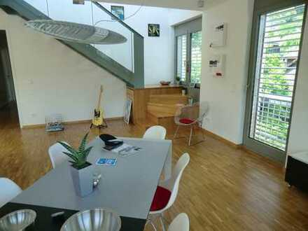 Ruhige 5-Zi-Maisonette, gr. Wohn-/Ess-/Küchenbereich, 3 Schlafzi., 2 Bäder, 2 Dachterr., S-Bahn+Bus