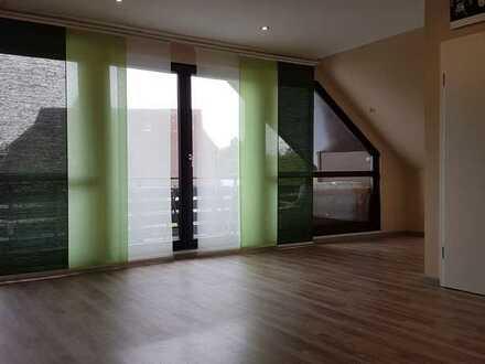Modernisierte 4-Zimmer-Dachgeschosswohnung mit EBK und Balkon in Weselberg