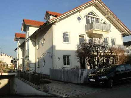 Neuwertige 3-Raum-Wohnung mit Balkon und Einbauküche in Inning am Ammersee