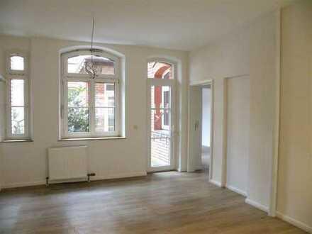 Fürth Lessingstraße: Ansprechend helle 4-Zi-Altbau-Wohnung mit Freisitz im EG - für WG geeignet